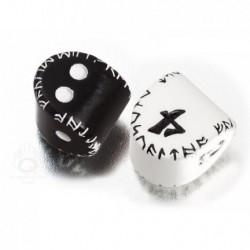 2 dés Runic : D2 (noir et blanc) et D4 (blanc et noir)