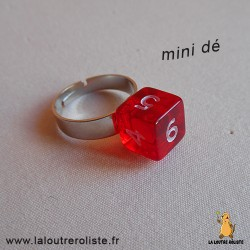 Bague argentée mini dé 6 rouge - bijou rôliste pour fan de Jeux de Rôle