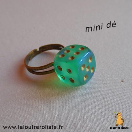 Bague bronze mini dé 6 vert d'eau - bijou rôliste pour fan de Jeux de Rôle