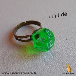 Bague bronze mini dé 12 vert - bijou rôliste pour fan de Jeux de Rôle