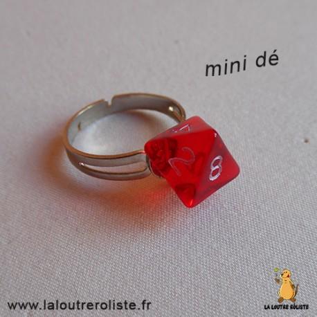Bague argentée mini dé 8 rouge - bijou rôliste pour fan de Jeux de Rôle