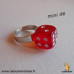 Bague argentée mini dé 6 rouge point - bijou rôliste pour fan de Jeux de Rôle